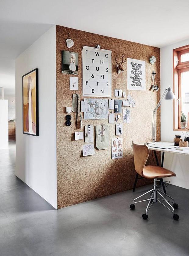 Revestir uma parede do escritório com cortiça é uma opção econômica Foto Pinterest